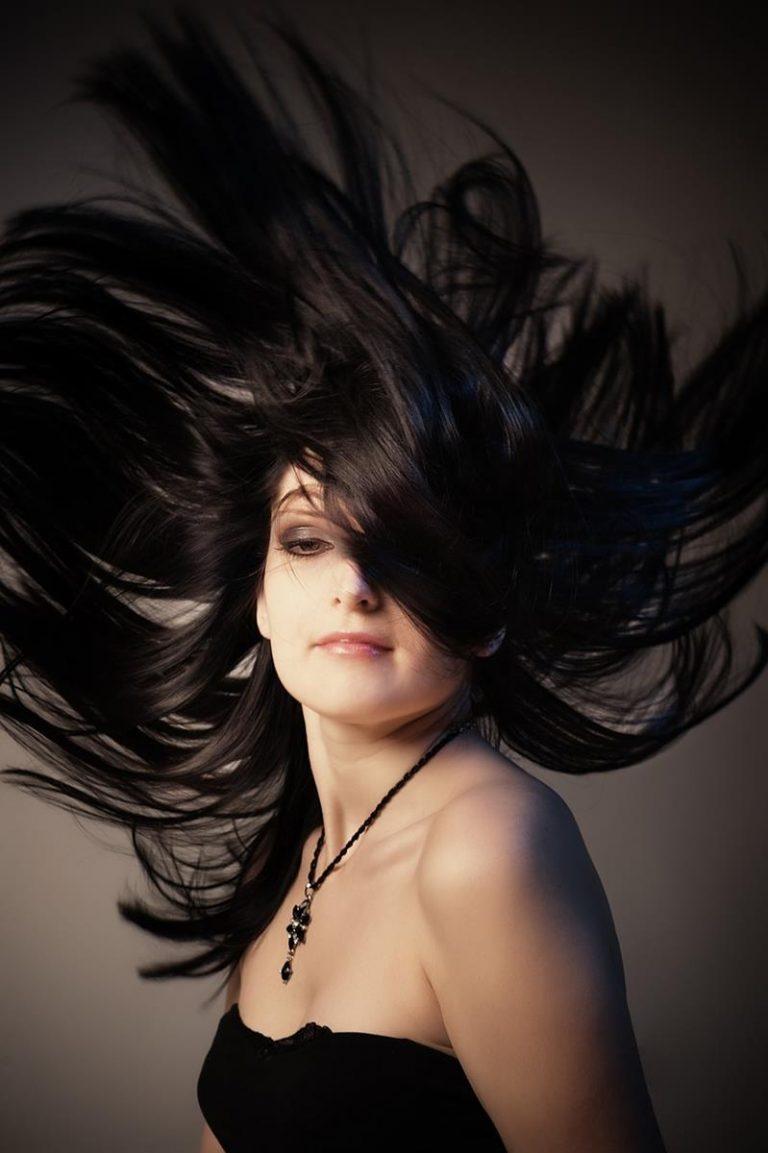 Czy warto stosować hennę do farbowania włosów